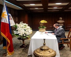 The Consul General signed the book of condolences at the Consulate General of Philippines in New York